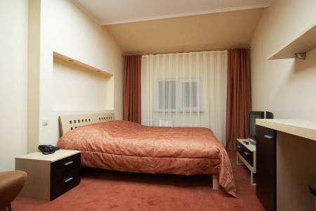 Стильная двухспальная кровать