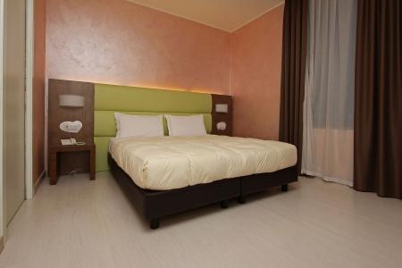 Красивая кровать с подсветкой