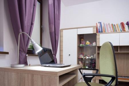 Письменный стол для спальни