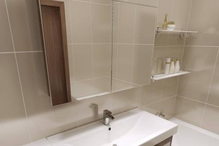 Современный умывальник с зеркалом