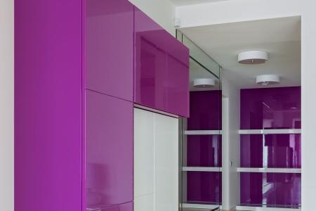Шкаф с глянцевыми фасадами