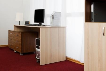 Офисный стол для работы