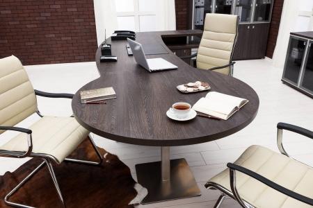 Дизайнерский офисный стол