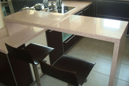 Стильный барный стол для кухни