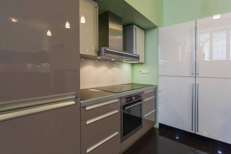 Глянцевая кухня в стиле модерн
