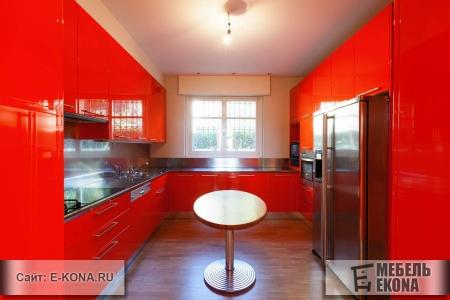 Красивая кухня с глянцевыми фасадами