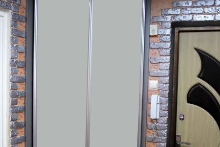 Угловой шкаф купе в прихожей