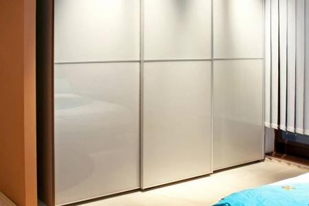 Современный шкаф купе глянец