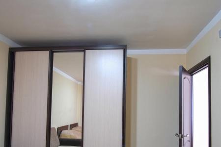 Стильный шкаф купе для спальной комнаты