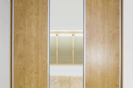 Стильный встроенный шкаф купе