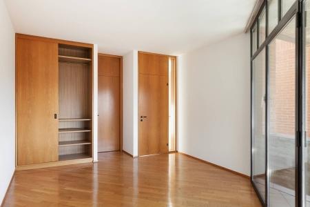 Шкаф купе в комнате