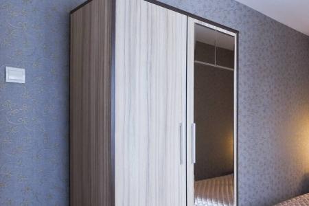 Стильный шкаф с зеркалом
